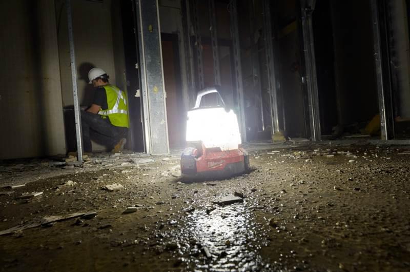 תאורת חירום Milwaukee