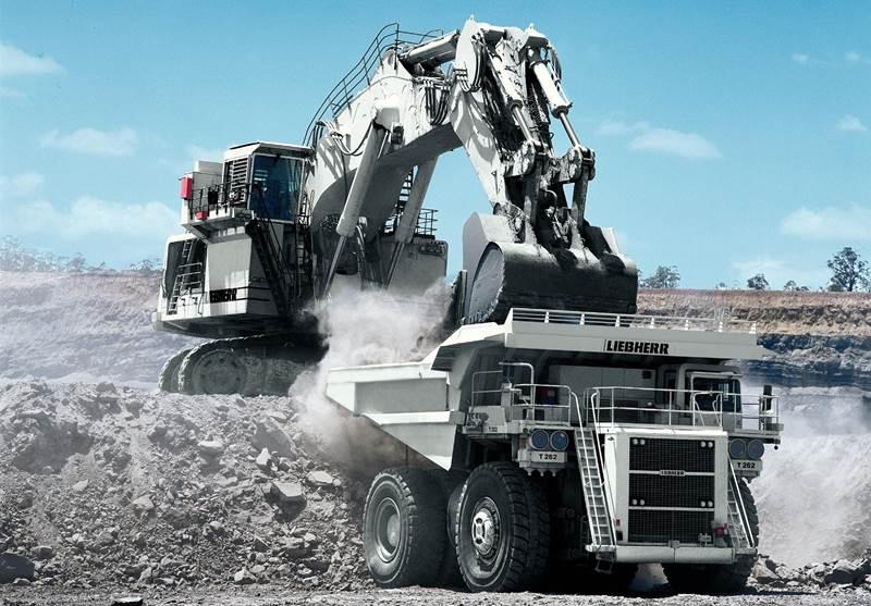 מחפר ליבהר R9800
