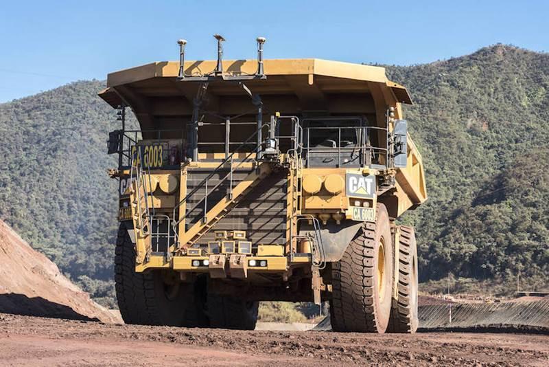 משאית מכרות קטרפילר אוטונומית במכרה Brucutu בברזיל